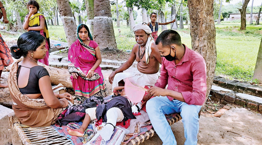 Dashrath Manjhi's son Bhagirath Manjhi (second from right) and other family members  with the injured grandniece.