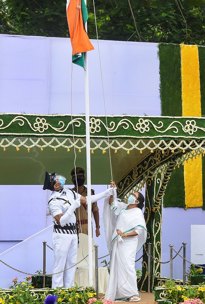 Bengal CM Mamata Banerjee hoists the national flag during the 74th Independence Day celebrations, at Red Road in Calcutta on Saturday