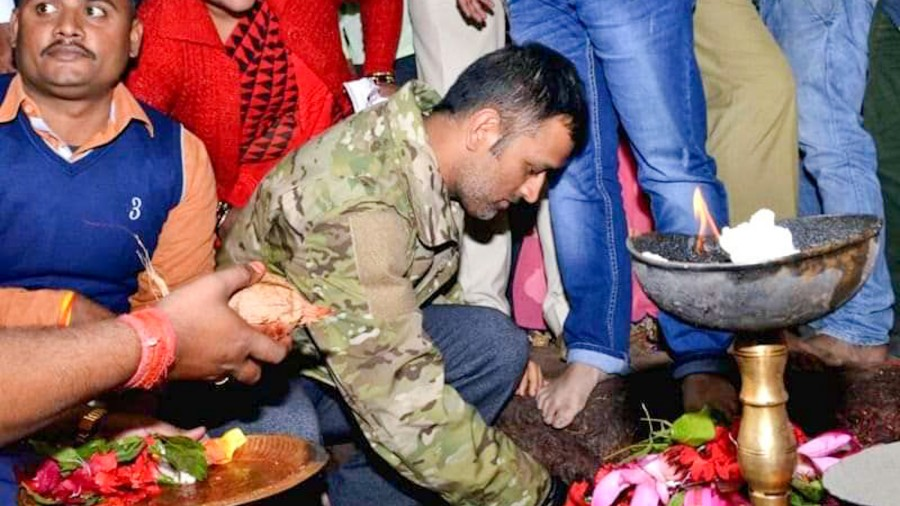 Dhoni performing puja at Deori Mandir in Tanar near Ranchi in July last year.