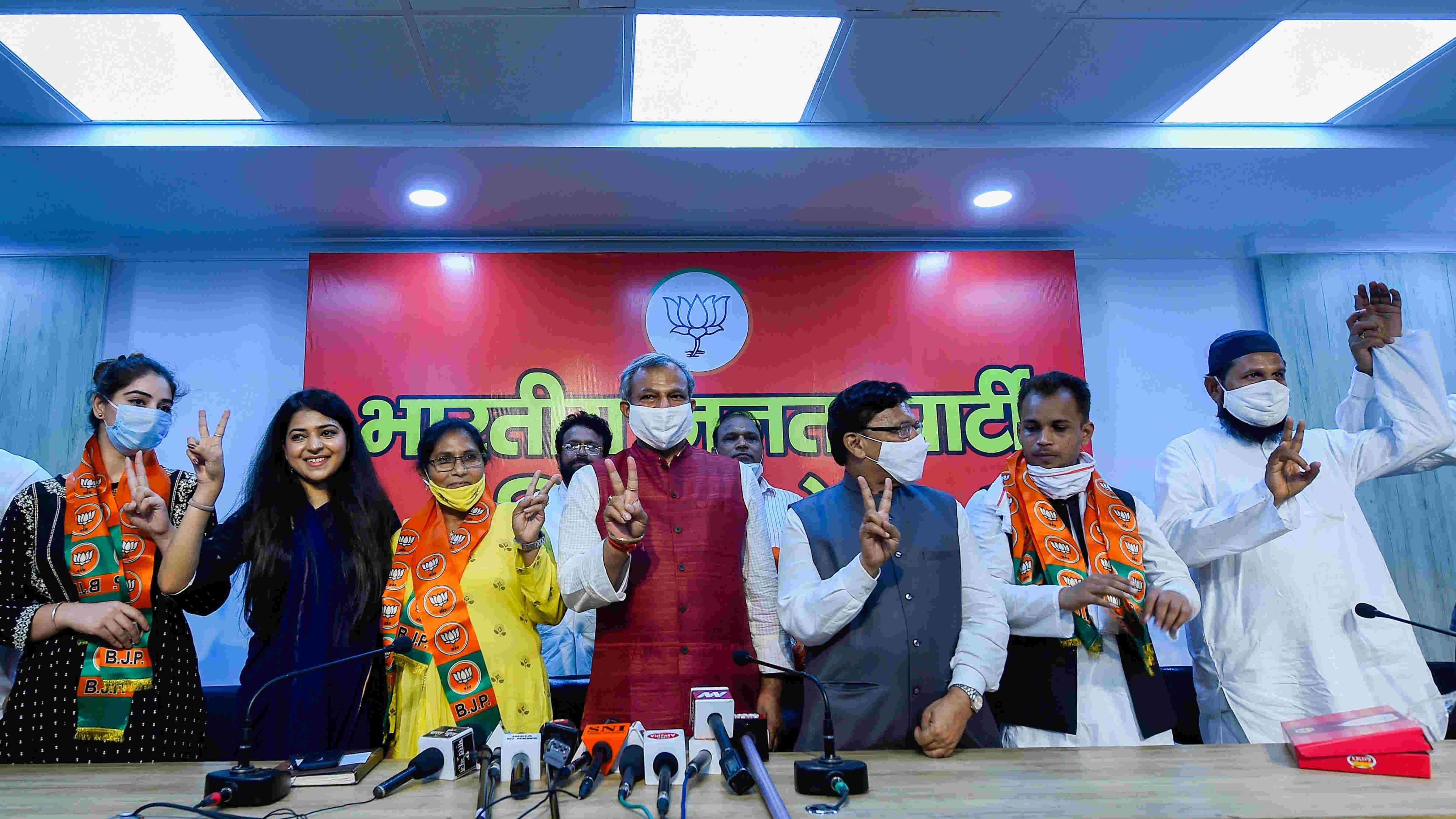 Prominent members of the Muslim community from Shaheen Bagh join BJP in the presence of Delhi BJP President Adesh Gupta, in New Delhi, Sunday, Aug 16, 2020.