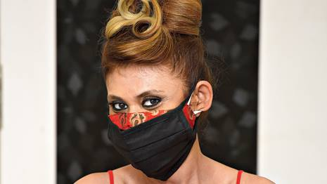 Enigmatic elegance, or a mysteriously masked goddess? Choose an opulent tie-up mask whose strings can be smoothed into the swirling twists of a coiffure!