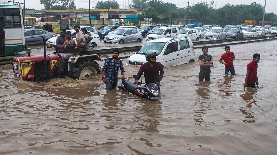 Vehicles stuck in a heavy traffic jam on waterlogged Delhi-Gurgaon Expressway near Narsingpur after heavy rains on Wednesday.
