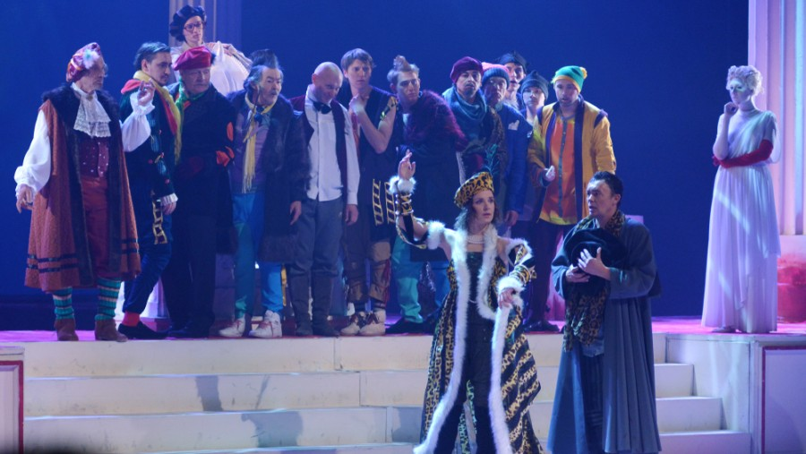 A scene from a 2017 production of The Taming of the Shrew in Barnaul, Russia