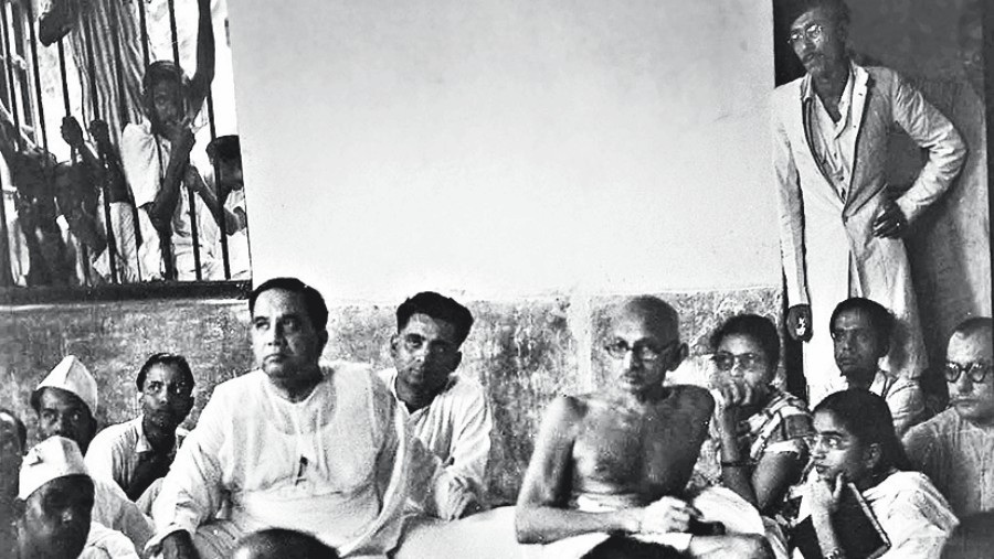 H.S. Suhrawardy with M.K. Gandhi at Beliaghata, 1947