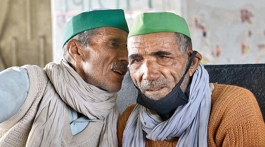 Bharatiya Kisan Union members at the Delhi-Uttar Pradesh Ghazipur border on Monday after police  imposed Section 144.