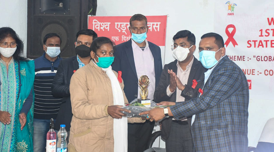 State health minister Banna Gupta hands over a shawl and memento to health workers on the occasion of World AIDS Day at Sadar Hospital in Ranchi on Tuesday.