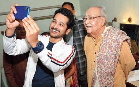 Parambrata Chattopadhyay (left) with the veteran actor
