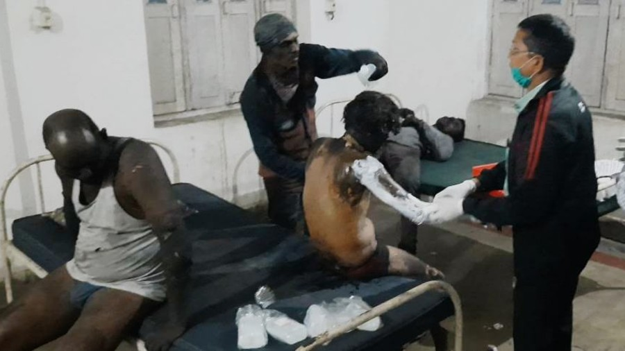 Injured workers being given first aid at Chittaranjan Hospital in Gola