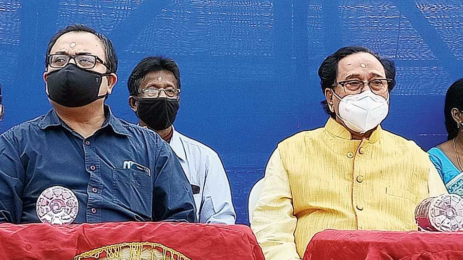Trinamul leader Kunal Ghosh (left) and former MP Laxman Seth at the event in Haldia on Thursday.
