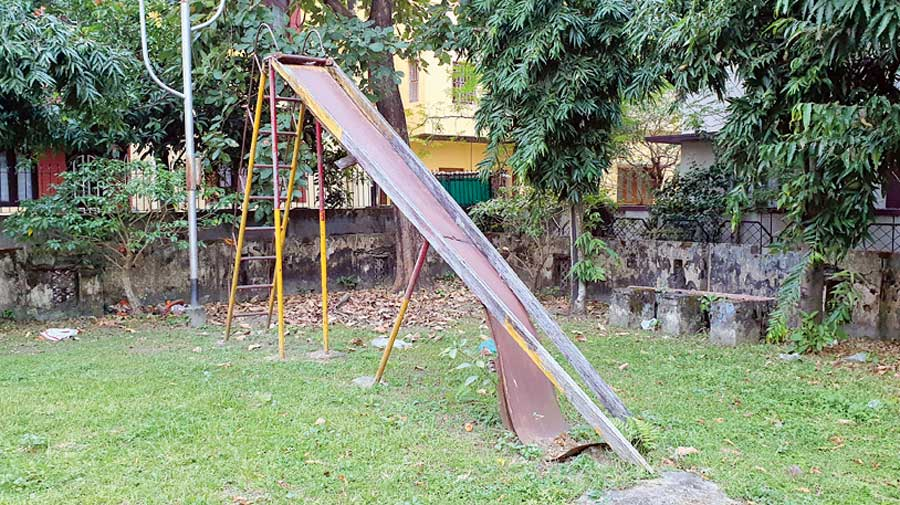 A broken slide at FE Block's Green Verge 2