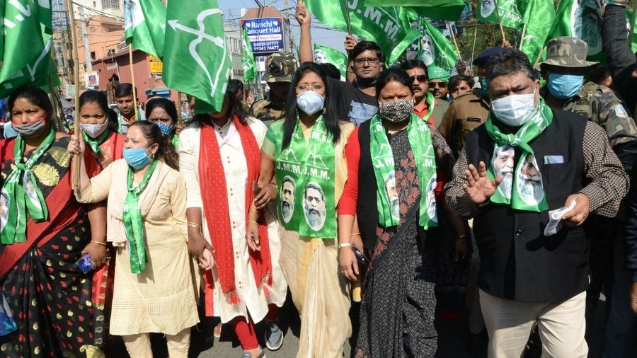 JMM leaders march through Albert Ekka Chowk in support of farmers in Ranchi on Tuesday.