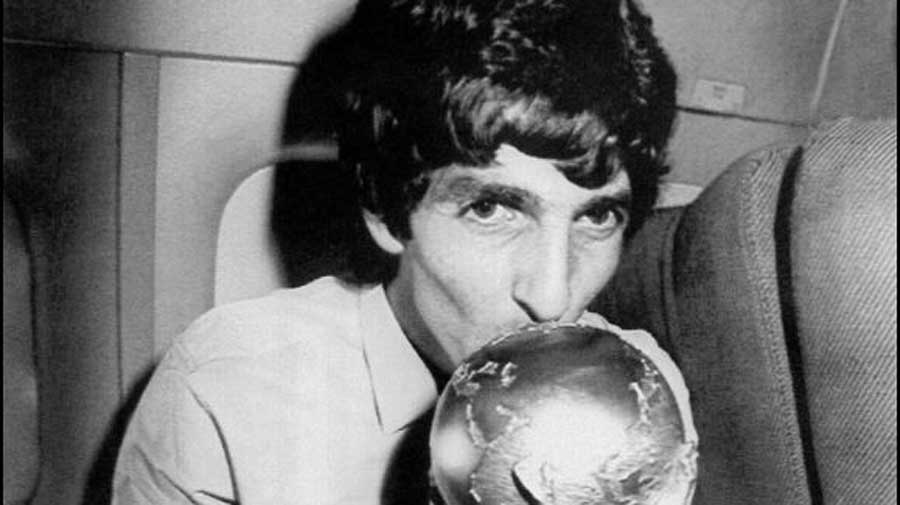 Paolo Rossi kisses the 1982 FIFA World Cup trophy.