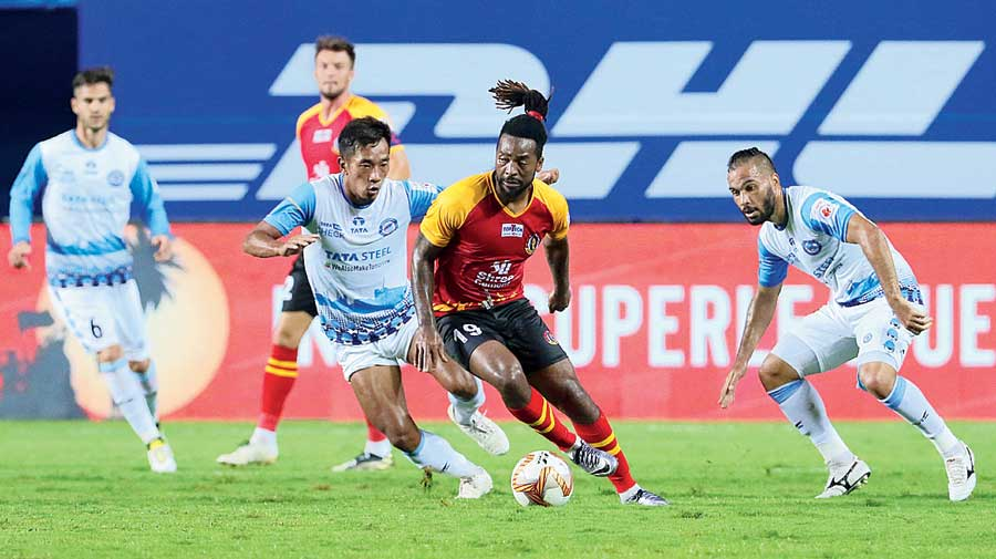 Jacques Maghoma of SC East Bengal tries to go past a Jamshedpur FC defender on Thursday.