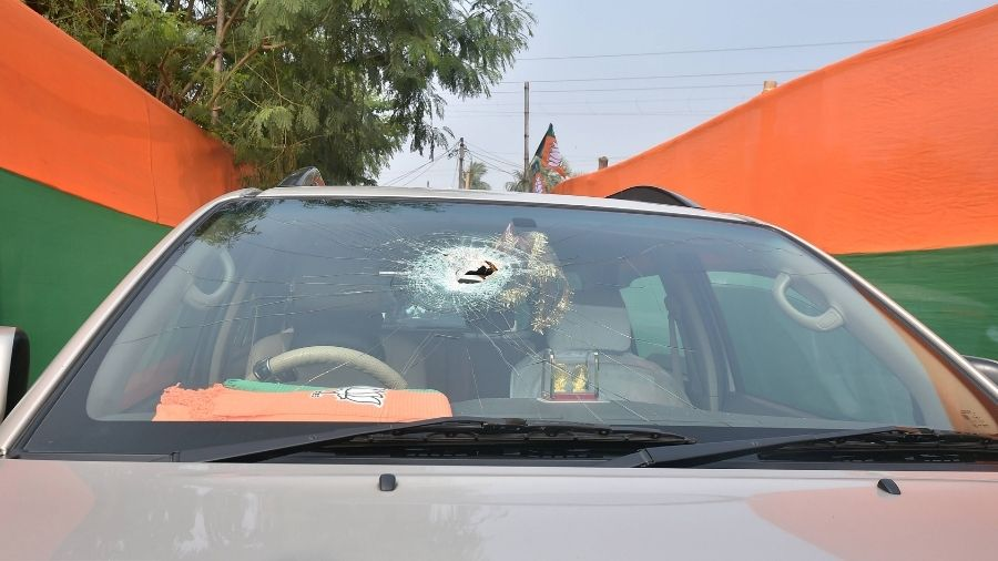 A damaged vehicle of BJP President JP Nadda's convoy, on which stones were hurled on Thursday allegedly by TMC workers, at Sirakal near Diamond Harbour.