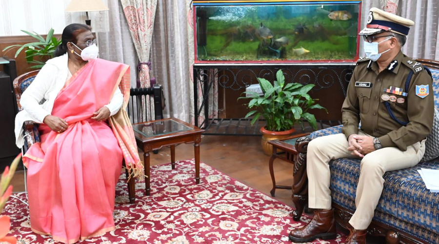 Governor Droupadi Murmu talks to DGP M.V. Rao at Raj Bhavan in Ranchi on Monday.