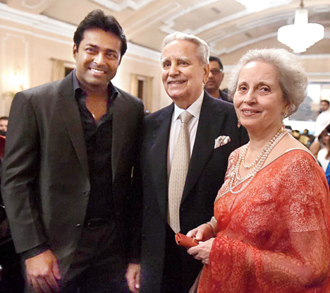 "Leander Paes with his ""Uncle Naresh"" Kumar and ""Aunty Sunita"" Kumar"