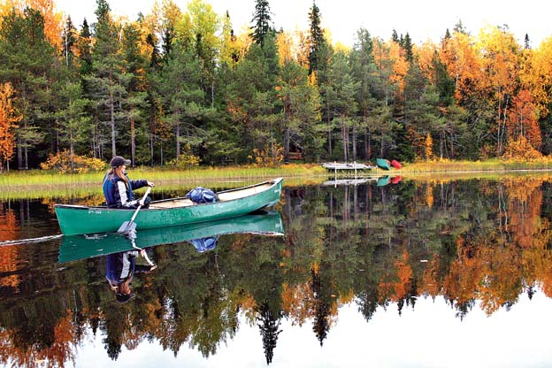 A motor boat ride on the Kemijoki river offers awesome views