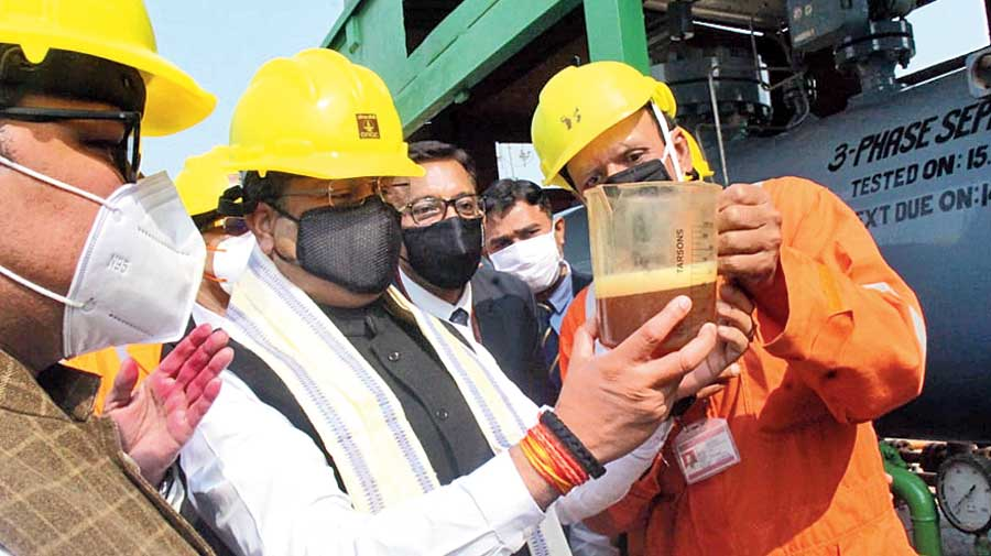 Dharmendra Pradhan examines crude oil extracted from the Ashoknagar block in North 24-Parganas.
