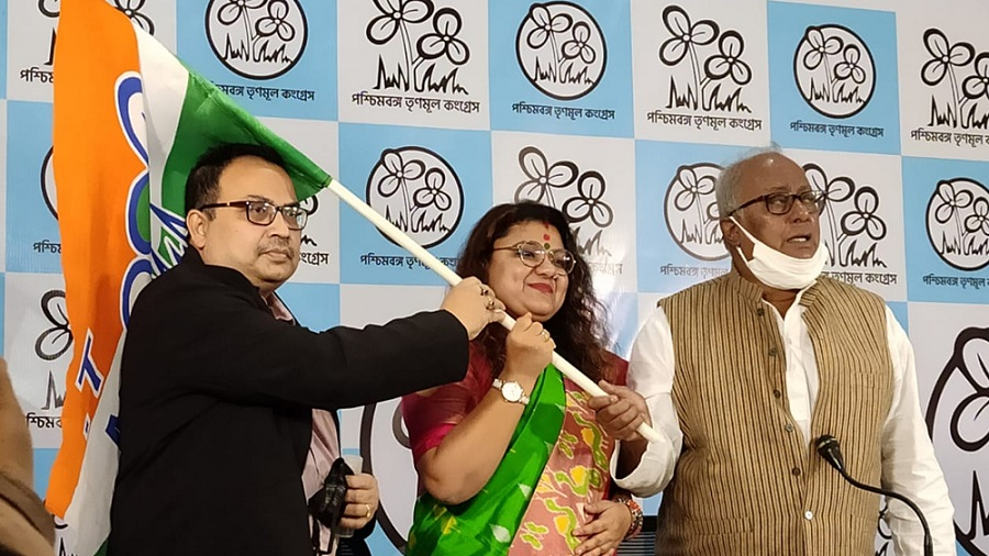 BJP MP's wife joins TMC in Bengal - Telegraph India