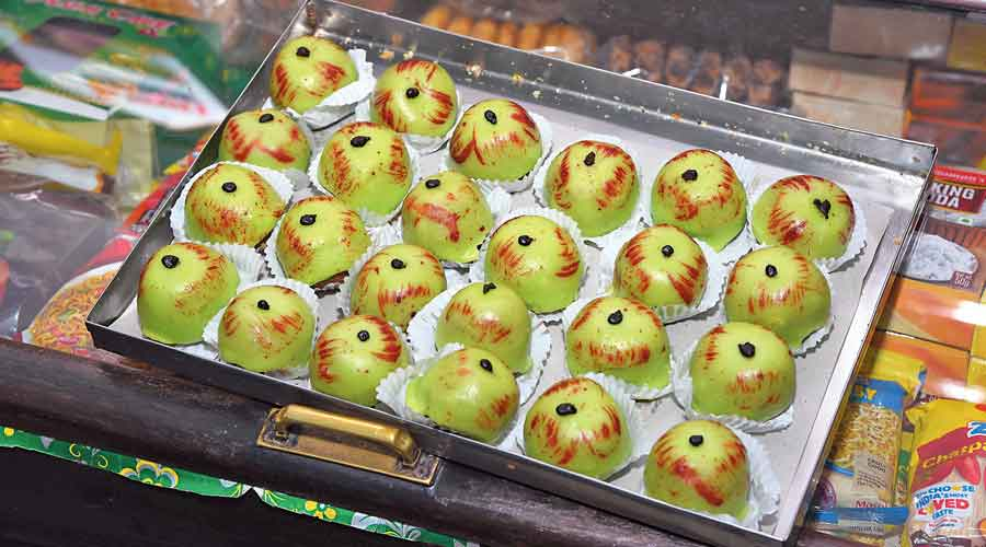 A tray of apple cakes