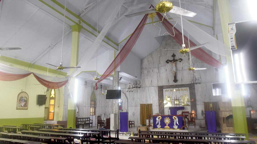 Church services move to nontraditional measures for Christmas