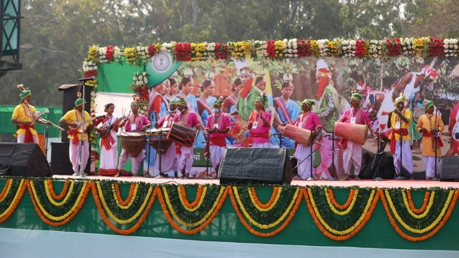 Artisans perform at the grand event organised by the Hemant Soren-led government to mark its one-year anniversary, at the Morabadi Stadium in Ranchi, on Tuesday.