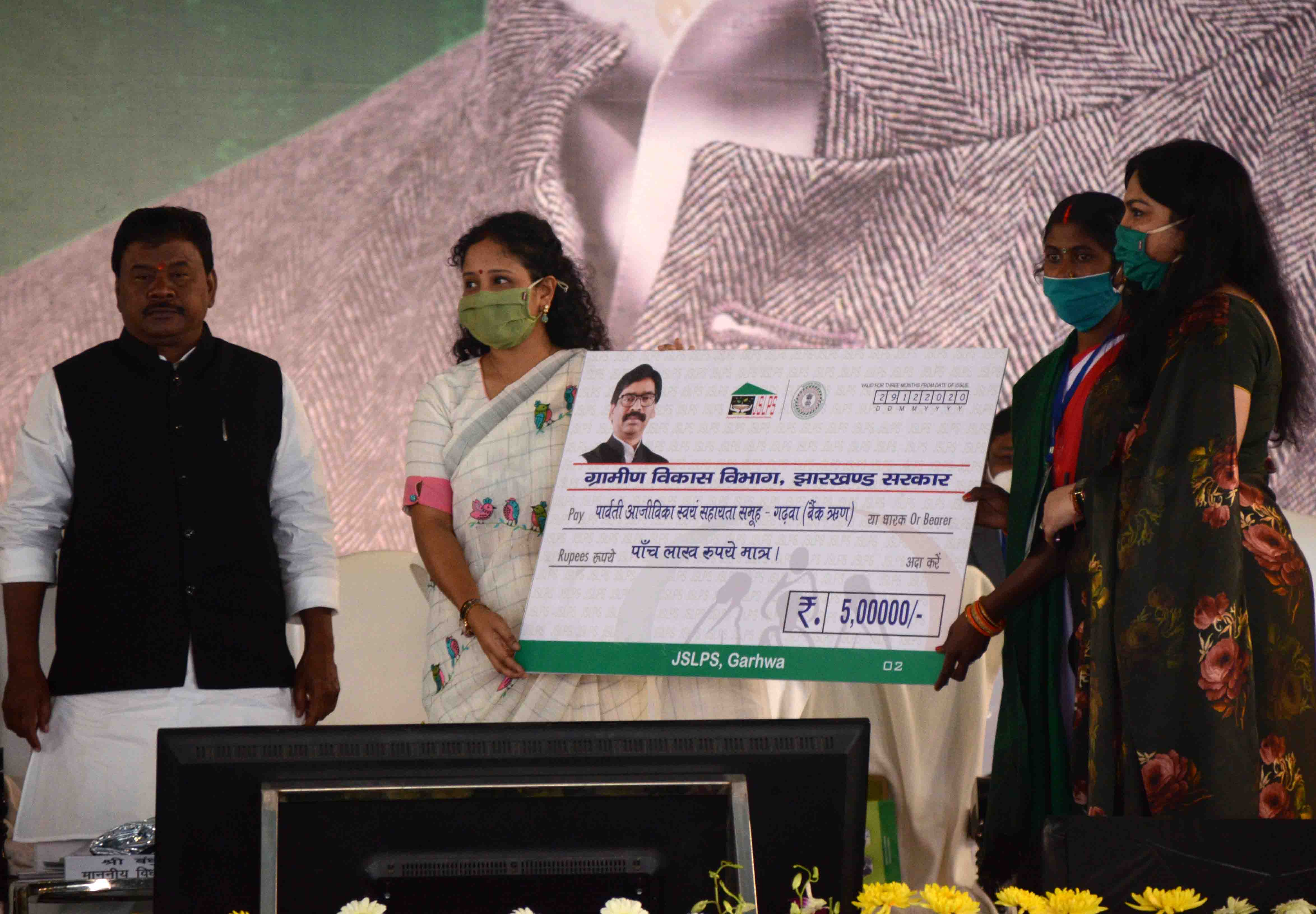 Chief minister's wife Kalpana Soren distributing assets among beneficiaries of government schemes at Morabadi Ground in Ranchi on Tuesday.