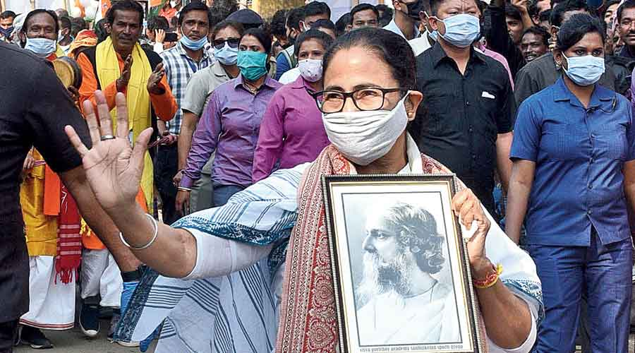 Mamata carries a portrait of Tagore  as she leads the roadshow in Bolpur