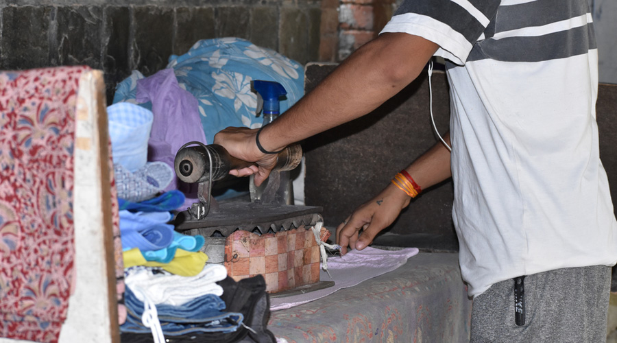 The pollutants emitted by the laundry stalls are toxic and trigger a range of diseases.