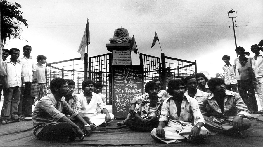 Vidyasagar's statue in College Square, decapitated by Naxalites