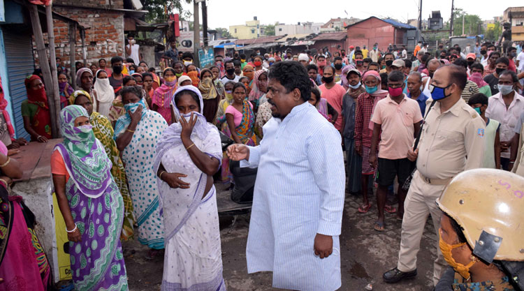 Former minister and Congress leader Dulal Bhuinya with the Bhuinyadih residents on Sunday