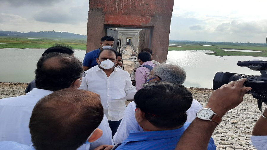 State water resources minister Mithilesh Thakur (in white shirt and mask) at Hatia dam in Ranchi on Monday evening