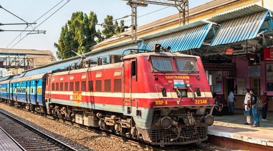 The Centre is reported to be considering incremental steps to privatize the Indian railways.