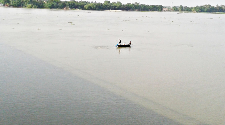 Mahananda river's rising water level has started inundating fresh areas beyond embankments, residents said.