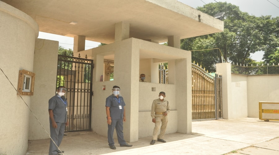 Security personnel stand at chief minister Hemant Soren's residence in Ranchi on Wednesday after he decided to quarantine himself at home