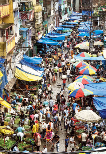 Rush for vegetables at a market after the administration announced a complete lockdown following spike in Covid-19 cases in Patna on Thursday.