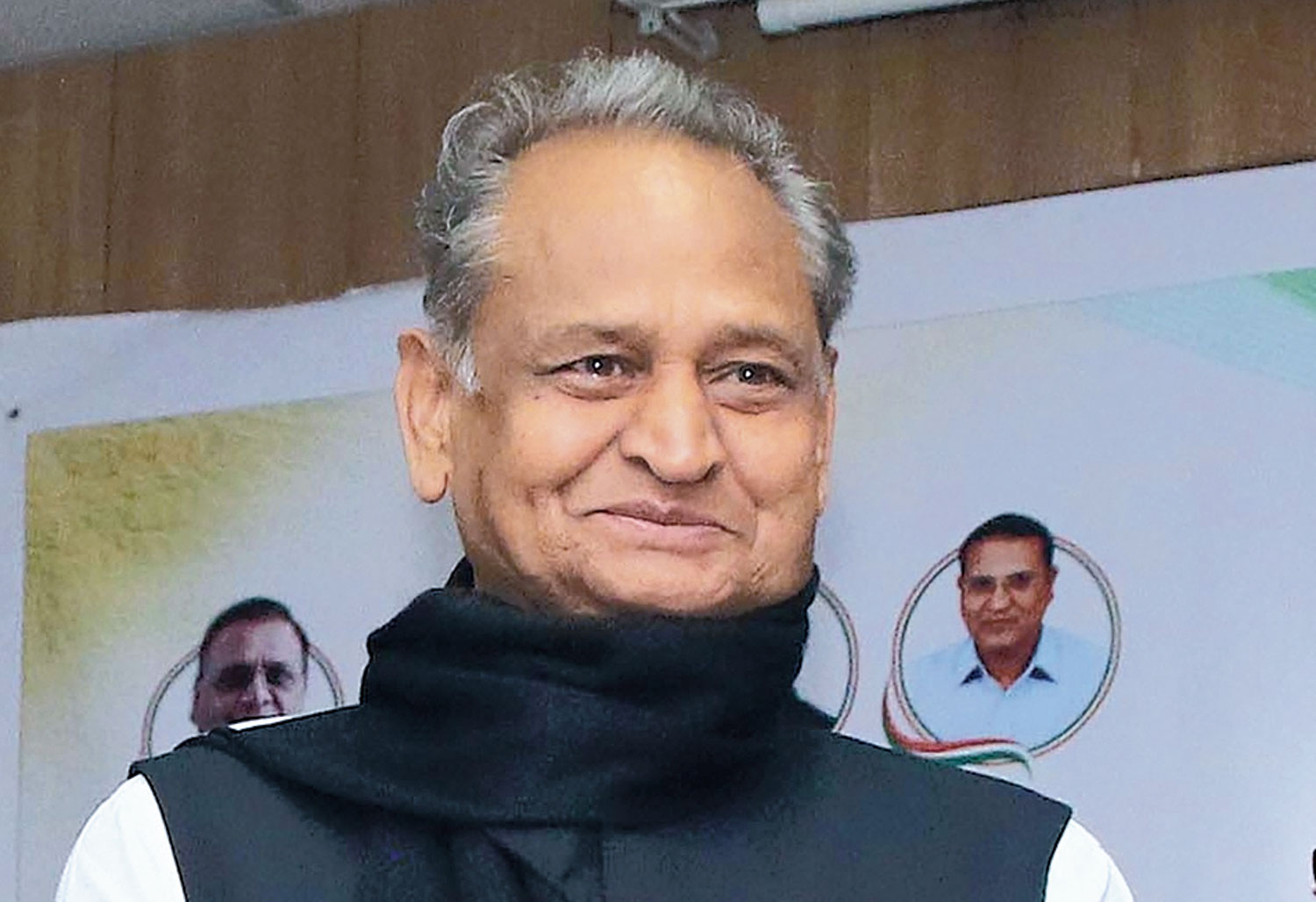 Amid speculation over rift in Rajasthan Congress, MLAs meet Ashok Gehlot to indicate support