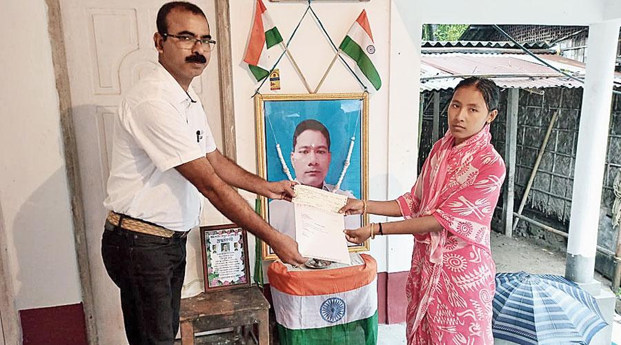 Sudhir Kumar Das hands over the cheque to Rumpa