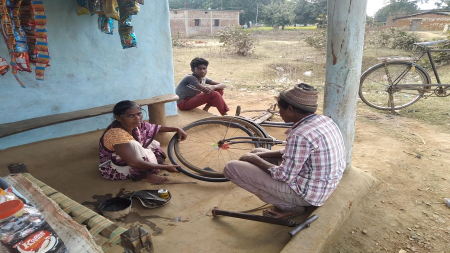 Shanti Kumari repairs a flat tyre in Chatra on Thursday