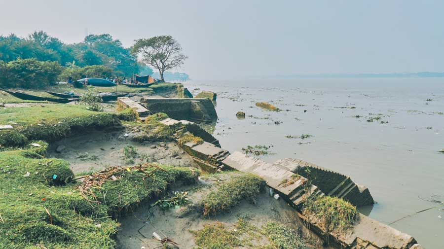 Water levels started increasing in Ganga and Fulhar, too. In Jalpaiguri, incessant rainfall in the Dooars and adjoining areas of Bhutan led to rising water levels of rivers and streams.