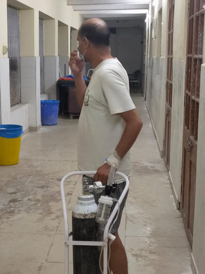 A covid patient was left with no other option but to carry a full oxygen cylinder for himself to his bed in HMCH.
