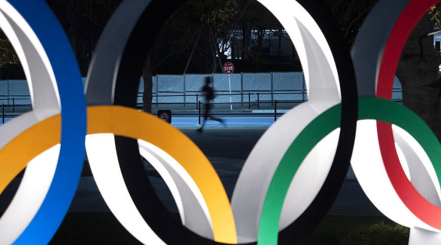 Replies to the IOC's original message on Thursday expressed surprise by Twitter users at broadcasting footage from the Berlin Games, and suggested the Olympic body lacked awareness of history
