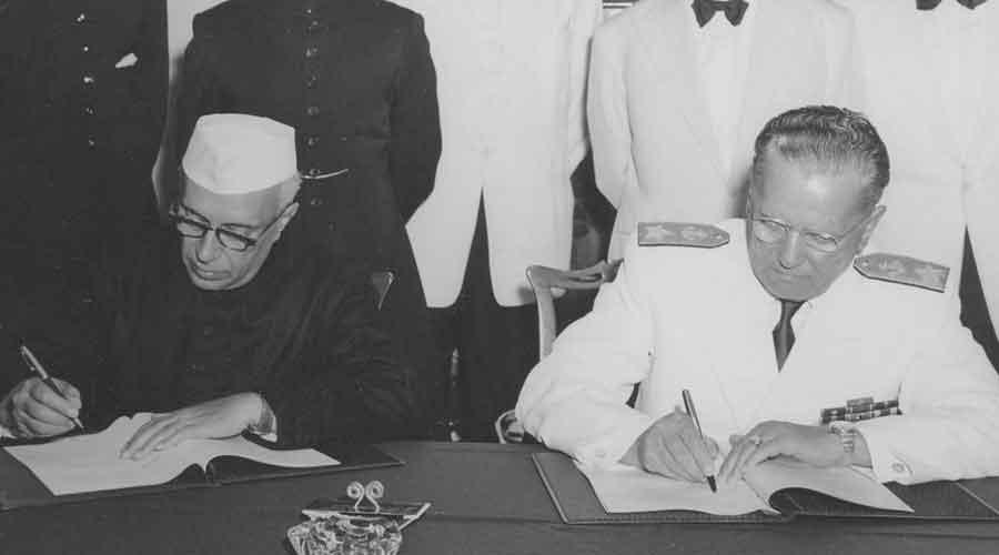Jawaharlal Nehru and Marshal Josip Broz Tito signing the Joint Declaration at Brioni, Yugoslavia
