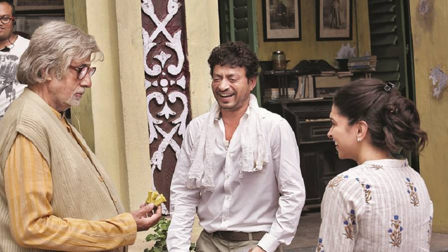 Amitabh Bachchan, Irrfan and Deepika Padukone during the shooting of Piku