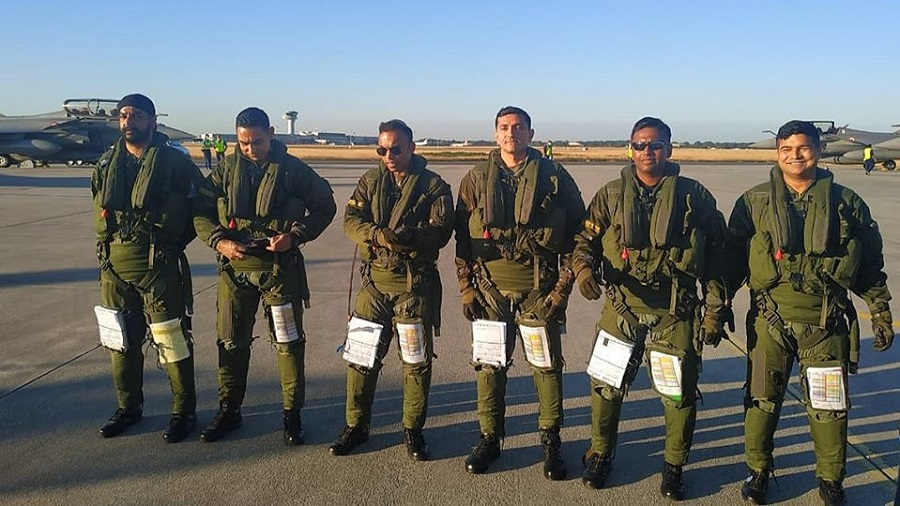 Pilot Rohit Kataria (Fourth from the left)