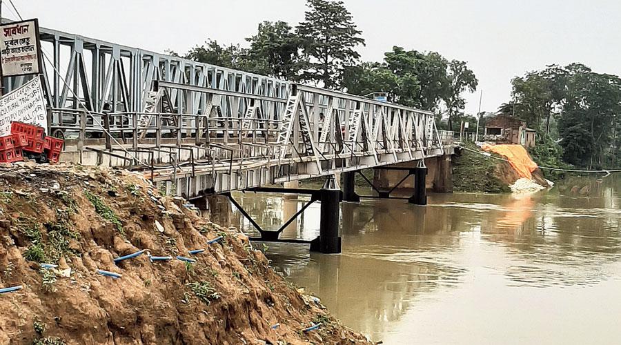 The old bridge over the Dwarka at Kandi.