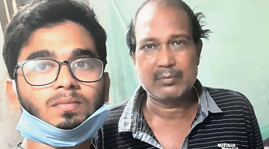 Amrit Arya (left), the MBBS student beaten up for his Facebook post