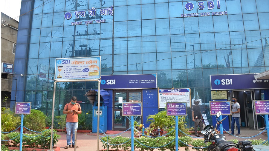 SBI Main Branch which has had to be closed after several members of the staff tested positive for Covid in Dhanbad on Friday