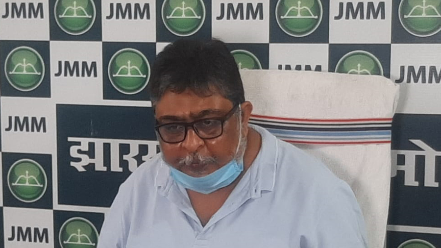 JMM general secretary Supriyo Bhattacharjee announcing the party's plans to fight the elections in Bihar
