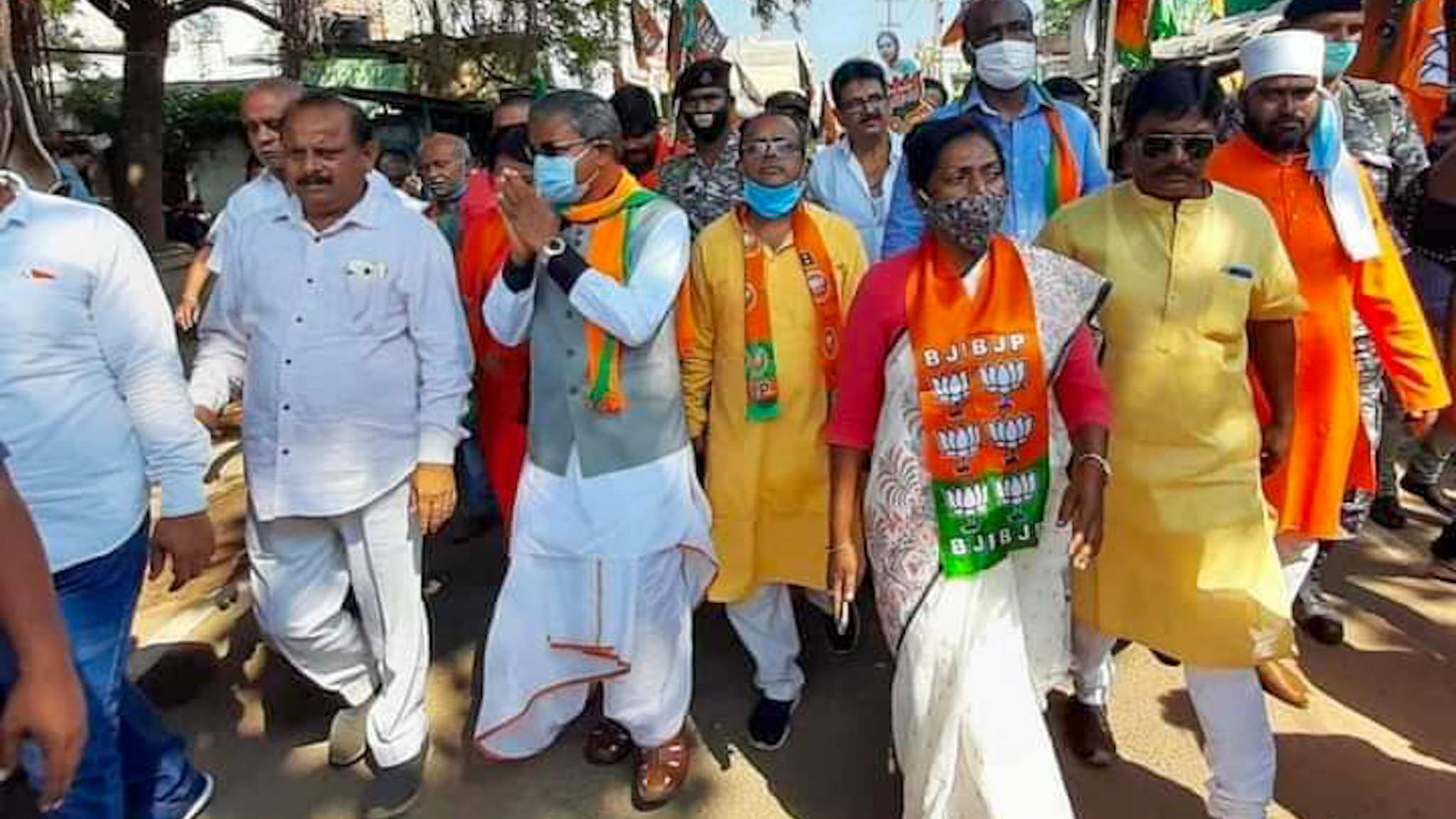 On the last day of campaigning for Dumka by-election, BJP candidate Dr. Lewis Marandi  appealed to vote in favor of former Chief Minister, Babulal Marandi in Dumka city.